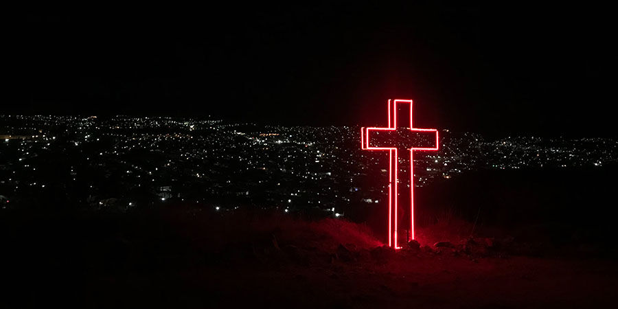 Iglesia y homosexualidad, de los 'pactos de hermanamiento' a la muerte por castración y la terapia de reconversión